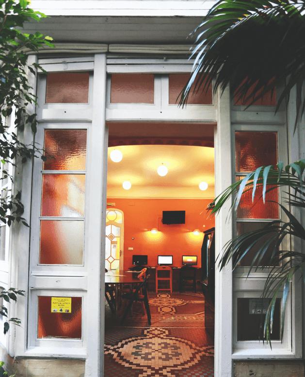 Escuela de español Taronja. Sala chill out y terraza